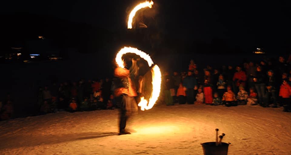 Spectacle de feu, jonglerie enflamée AZIMUTE 2001