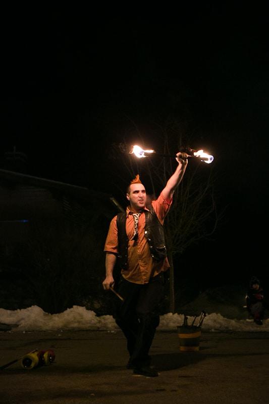 Spectacle de feu, jonglerie enflamée AZIMUTE2003