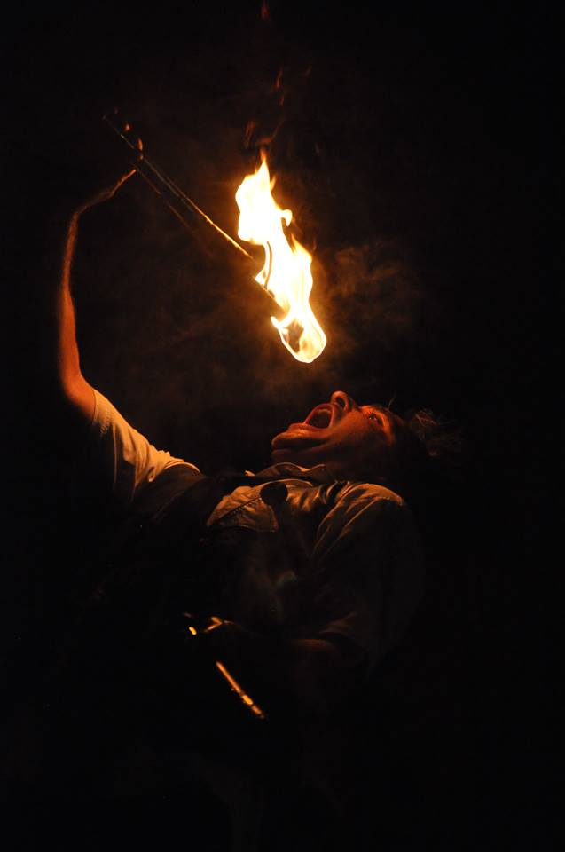 Spectacle de feu, jonglerie enflamée AZIMUTE 2009