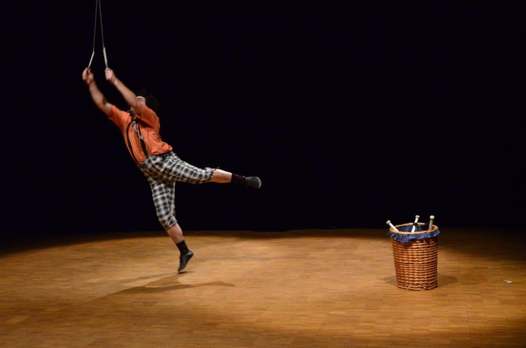"spectacle de rue de Rhône alpes""Fil à mesure"" festival jaspir crew 2013"