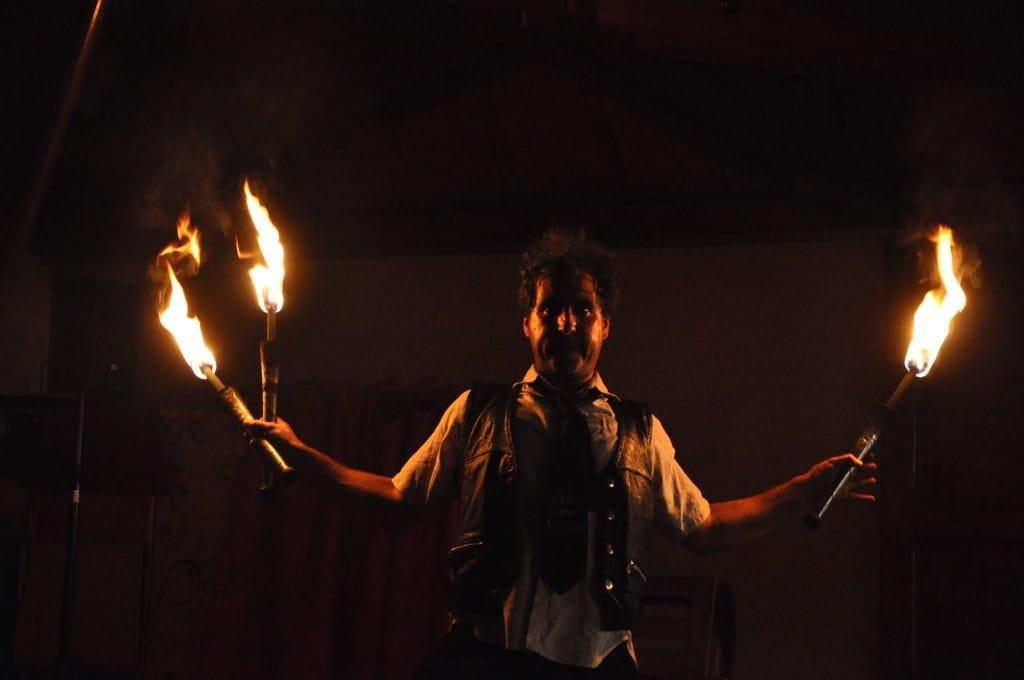 Spectacle de feu, jonglerie enflamée AZIMUTE2015