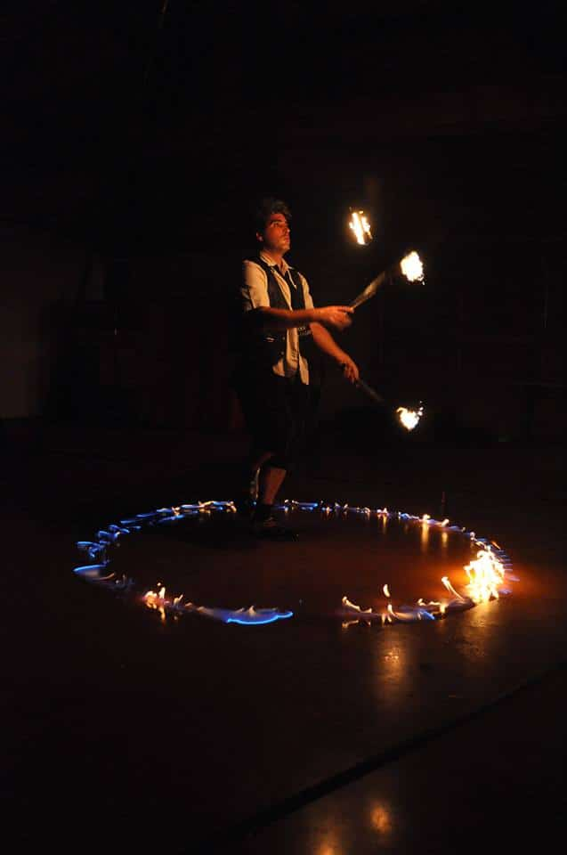 Spectacle de feu, jonglerie enflamée AZIMUTE  2015