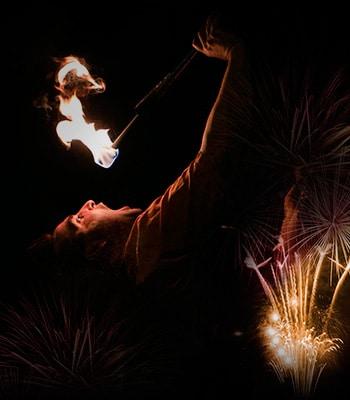 Spectacle de feu, jonglerie enflamée AZIMUTE 2016