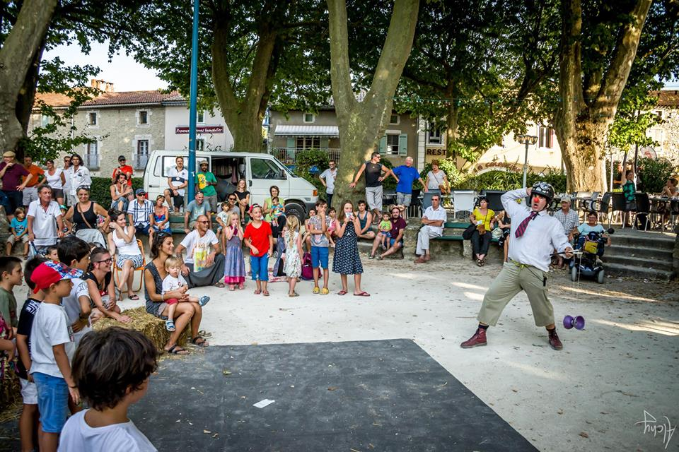 "spectacle clown jonglerie ""R&B"" Festival spectacle de rue des Gouts d'arts guais 2016"