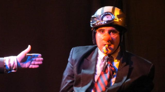 spectacle clown & jonglerie, jeune publique, famille. Cie internationale, Compagnie de comédie burlesque située en rhône alpes.