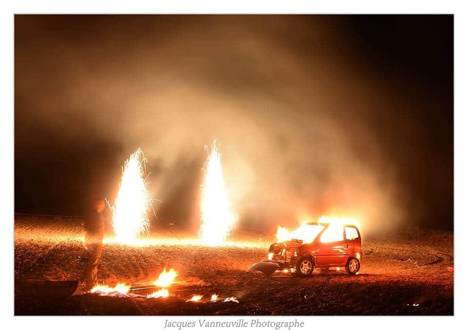pyrotechnie burlesque déjantée, spectacle de rue pyrothecnique